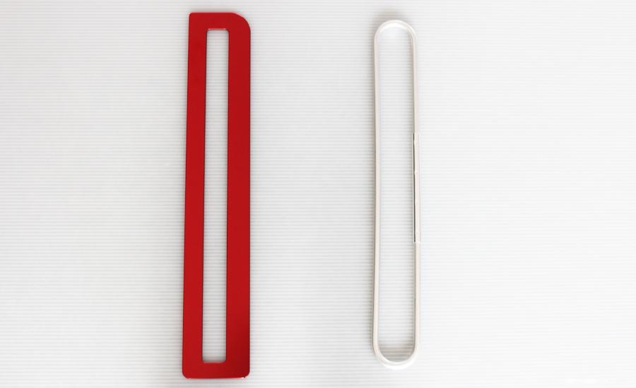 フラットバックル(左) 従来品のバックル(右)