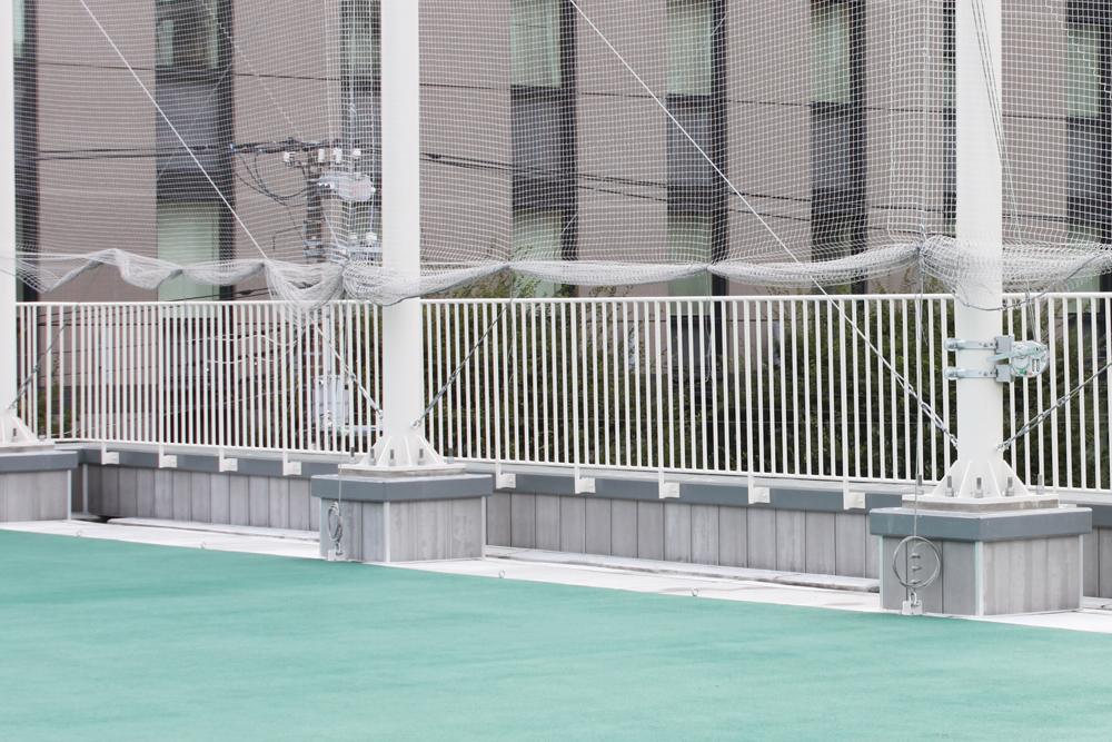 防護マット施工前(屋上全体)