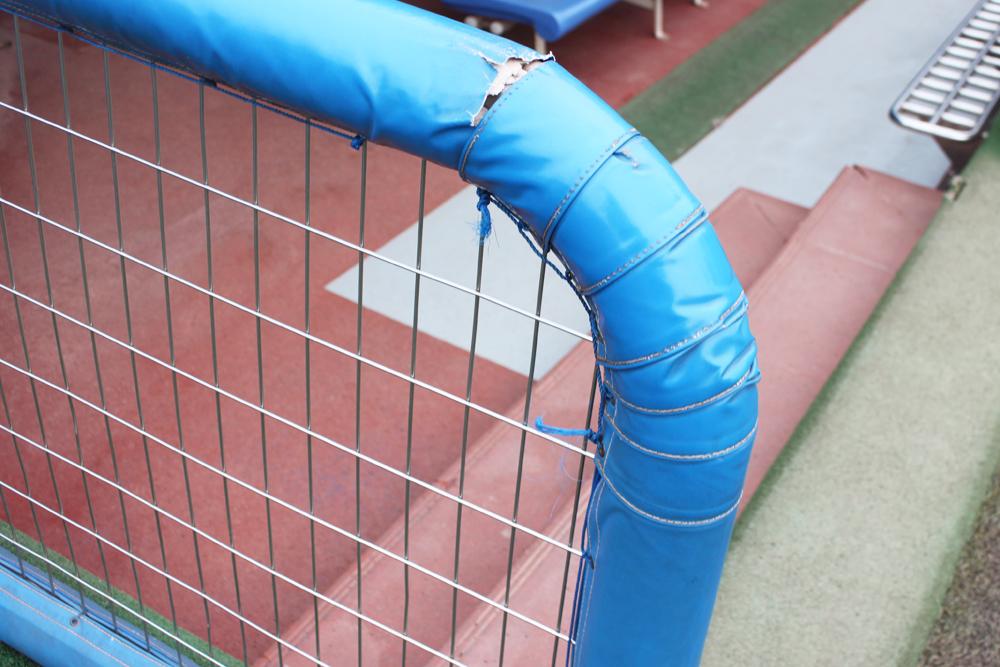 貼り替え前の手摺用防護マット