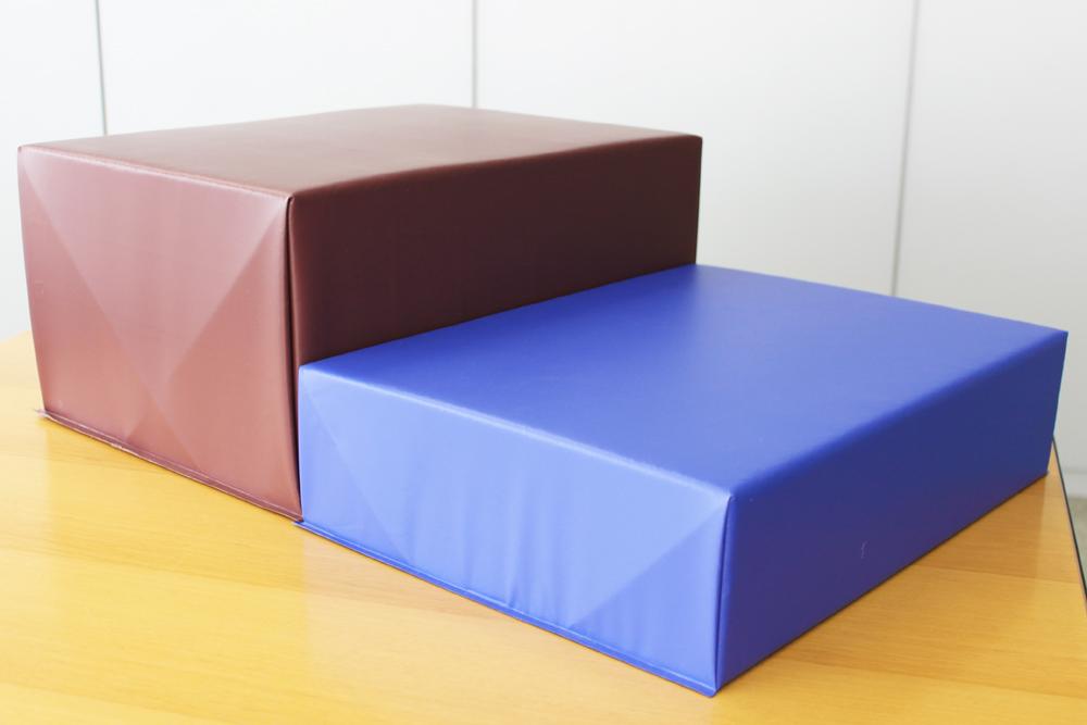 あぐら椅子(仮称)の厚みとカラーはそれぞれ2種類ご用意する予定です