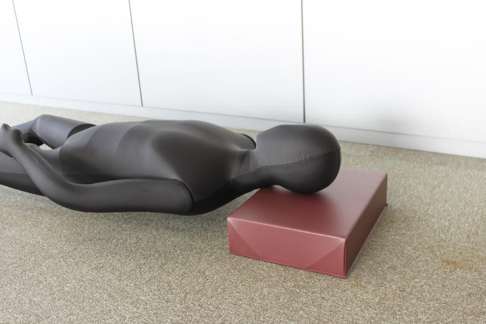 お昼寝などで少し横になる際には、簡易的なまくらとしても使用できます