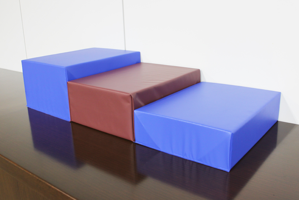 あぐら椅子 左:20cm厚 中央:15cm厚 右:10cm厚
