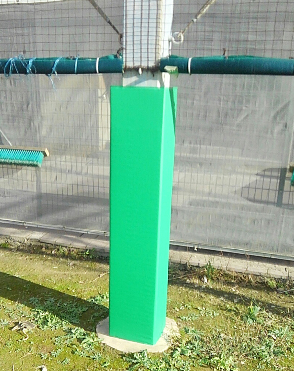 施工後 防護マットが隙間なく柱の周りを覆っているので、安心して運動が出来ます