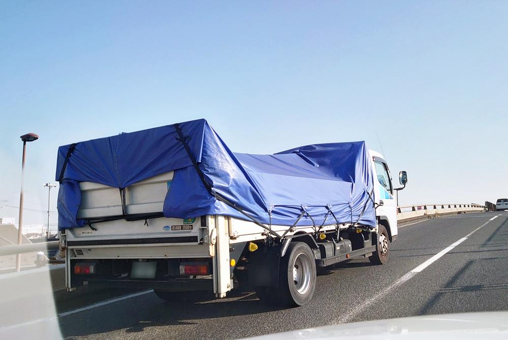 マルイチのトラックシートは、生地に国産ブランド帆布を使用した、強度・耐久性抜群の完全防水仕様です