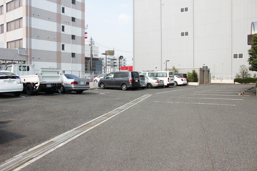 会社駐車場 面接参加者の方が利用できる駐車場を用意しています