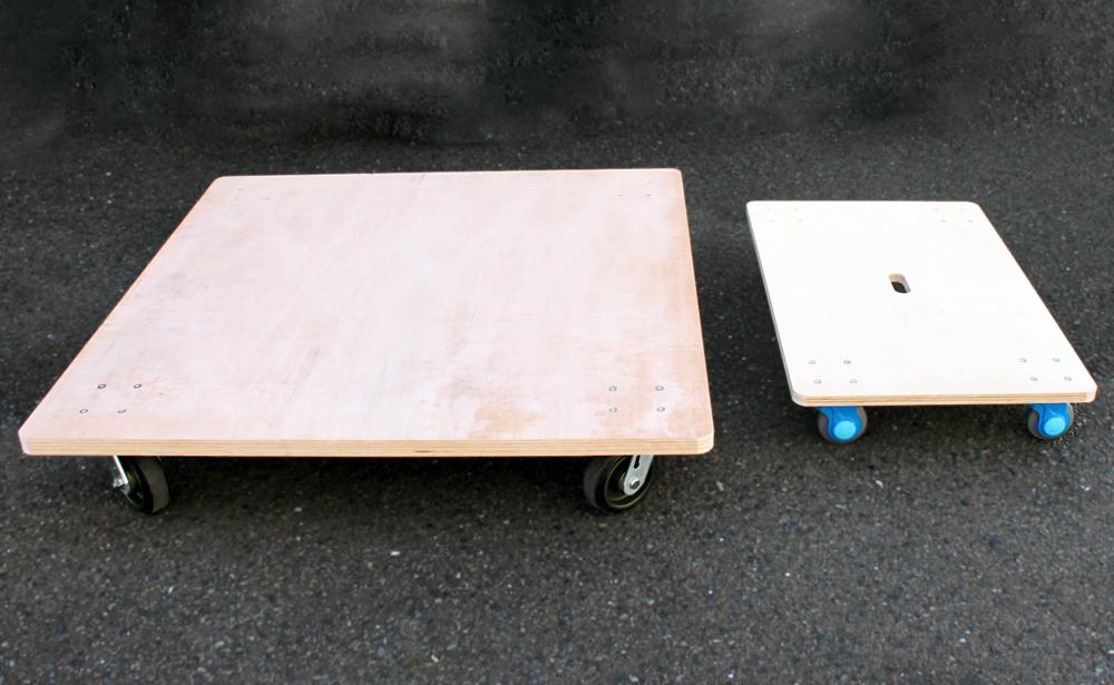 サイズ比較 左:特注平台車 右:一般的な平台車(900×600mm)